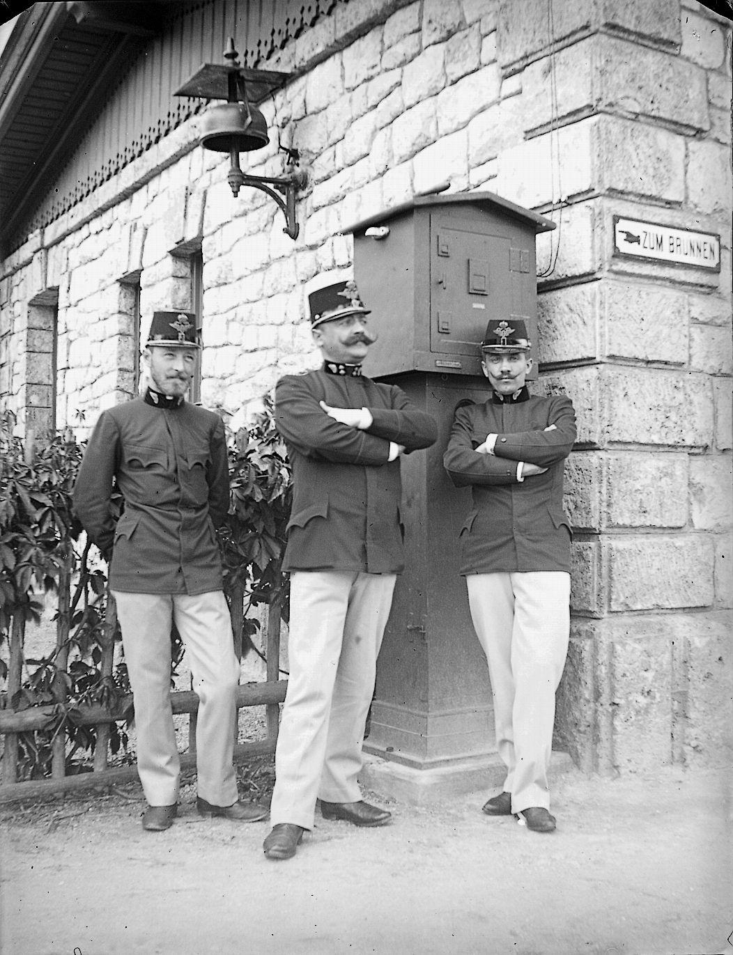 Respektspersonen In Uniform – Im Dienst