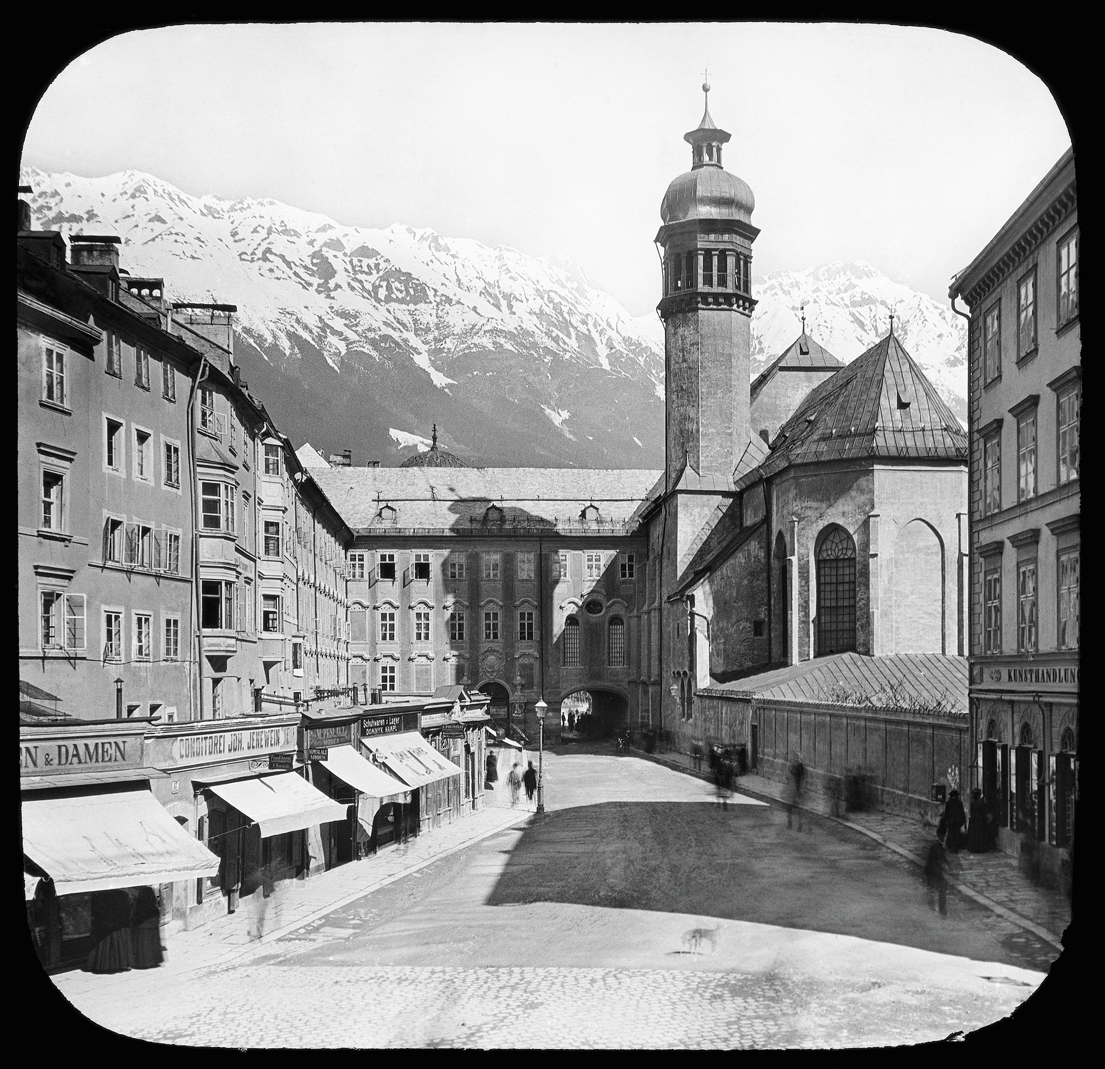 Franziskanerplatz Und Hofkirche