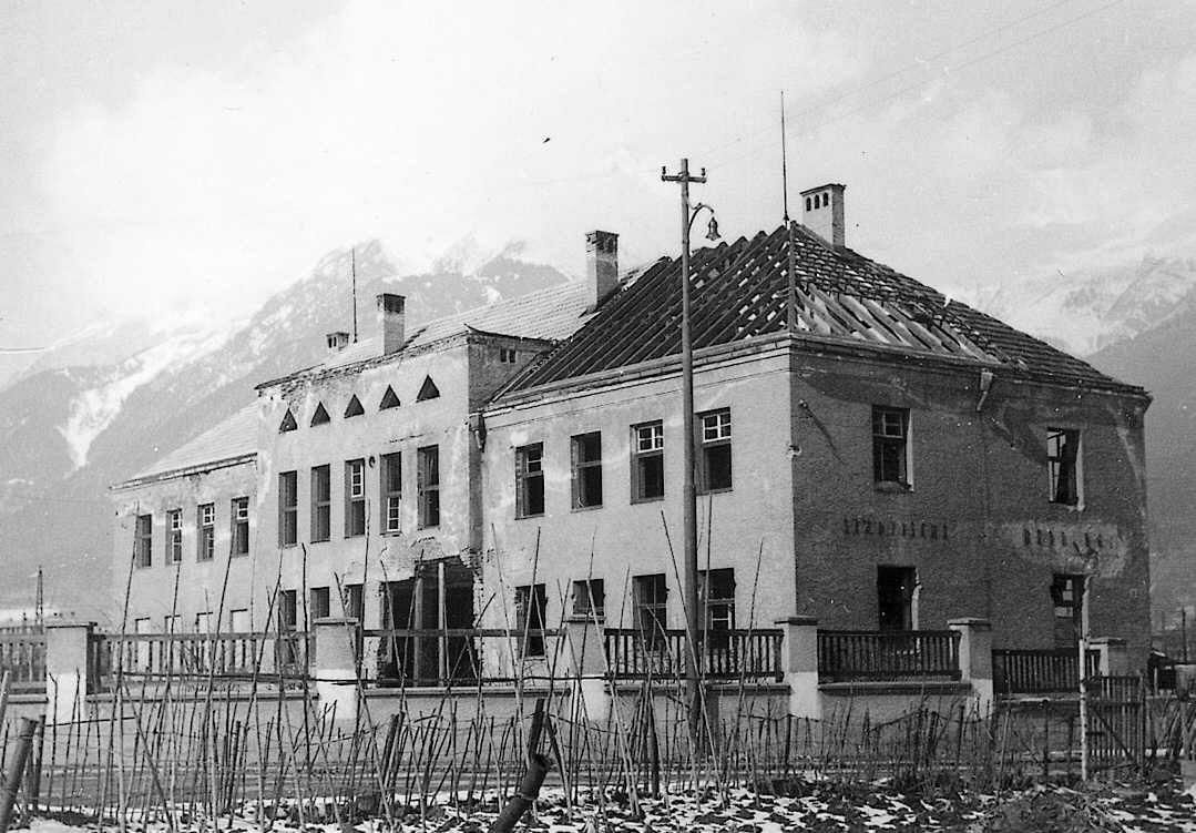 Herberge, Kaserne Und Ruine