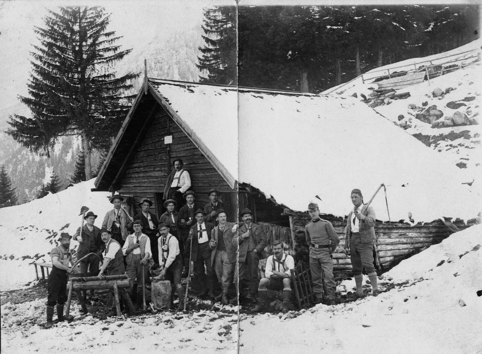Die Glockenhoferhütte Auf Der Nordkette