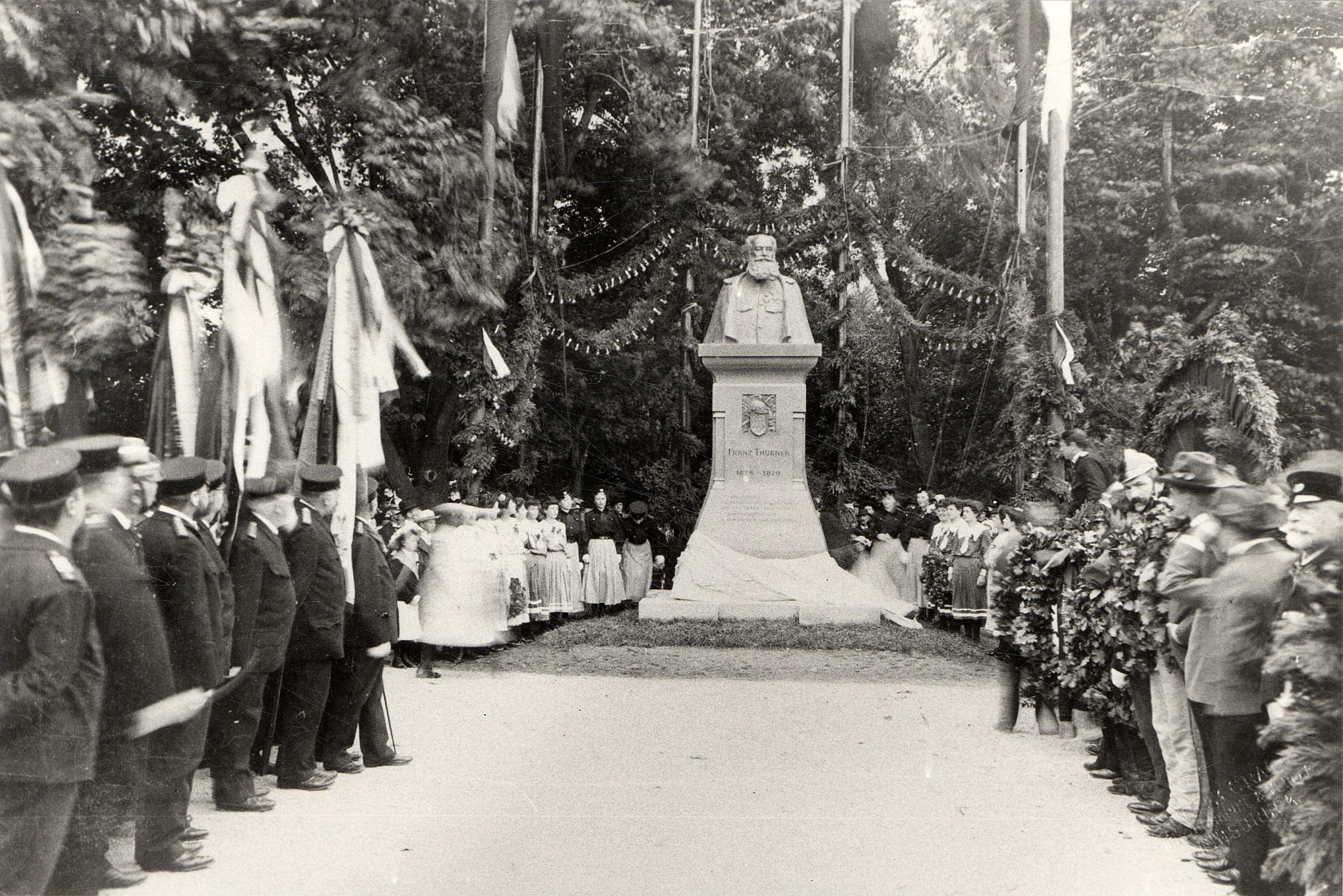 Das Thurner-Denkmal Im Waltherpark