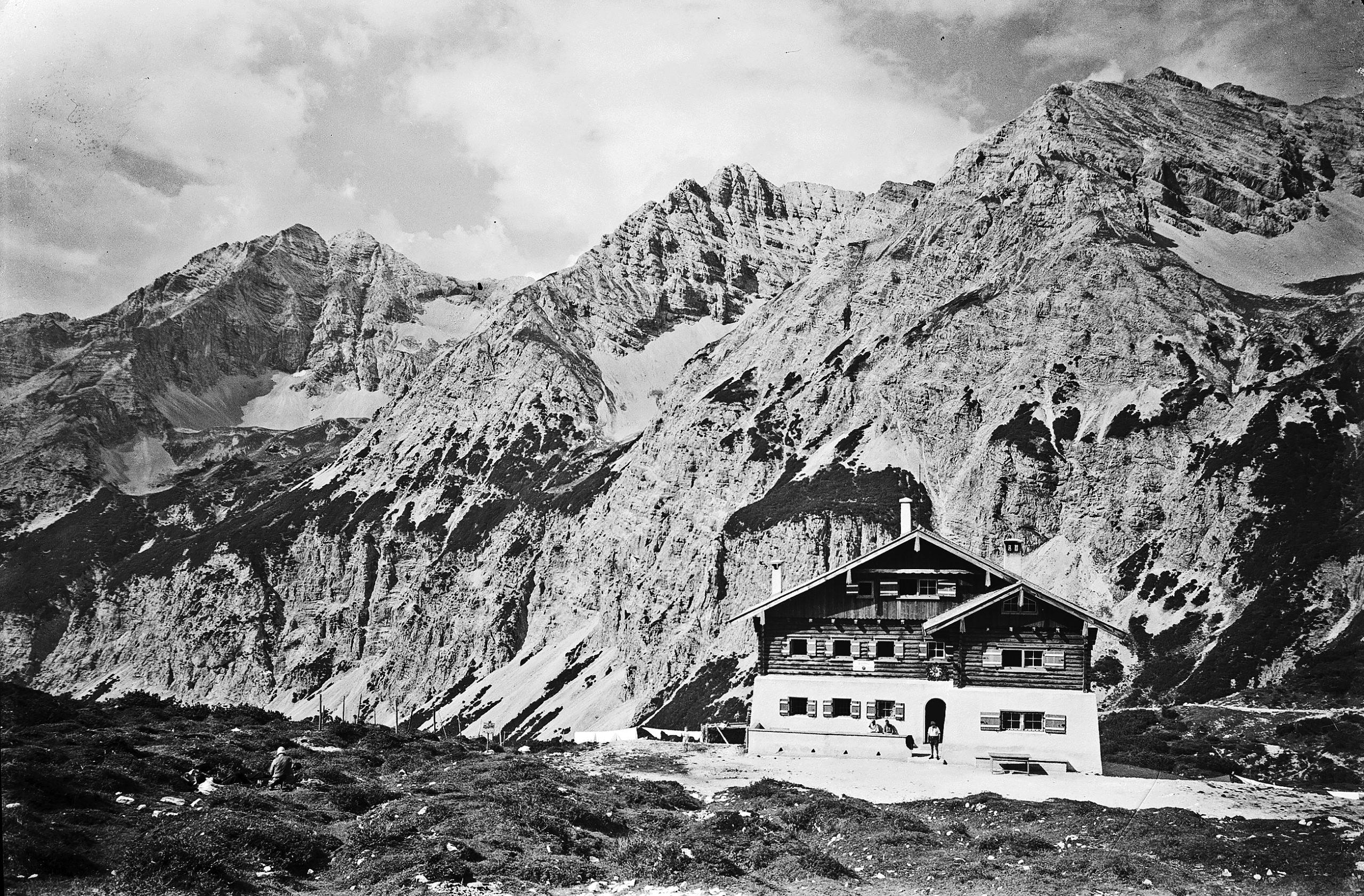 Zum Bau Der Schutzhütte In Der Pfeis