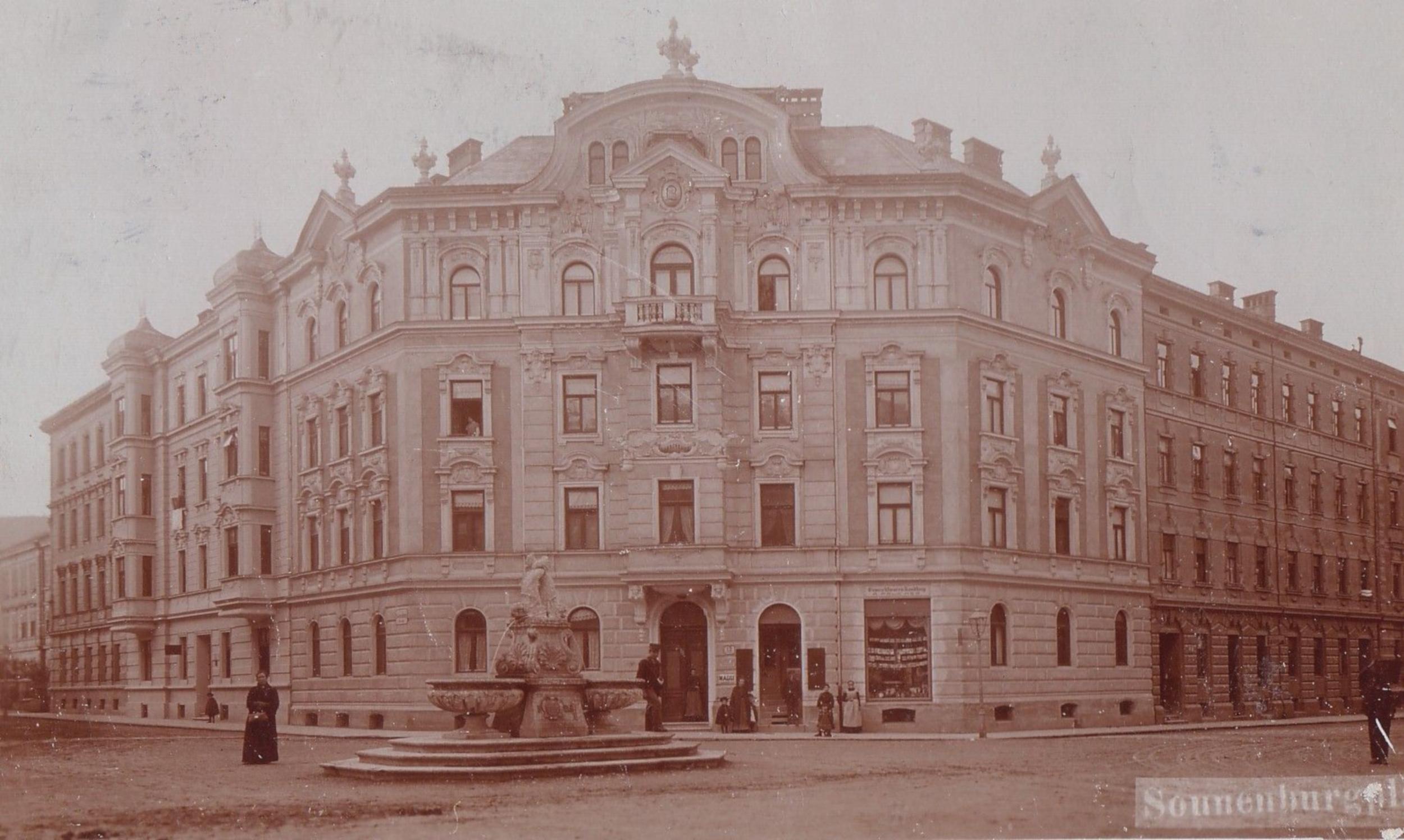 """Der Brunnen Am """"Sonnenburgplatz"""""""