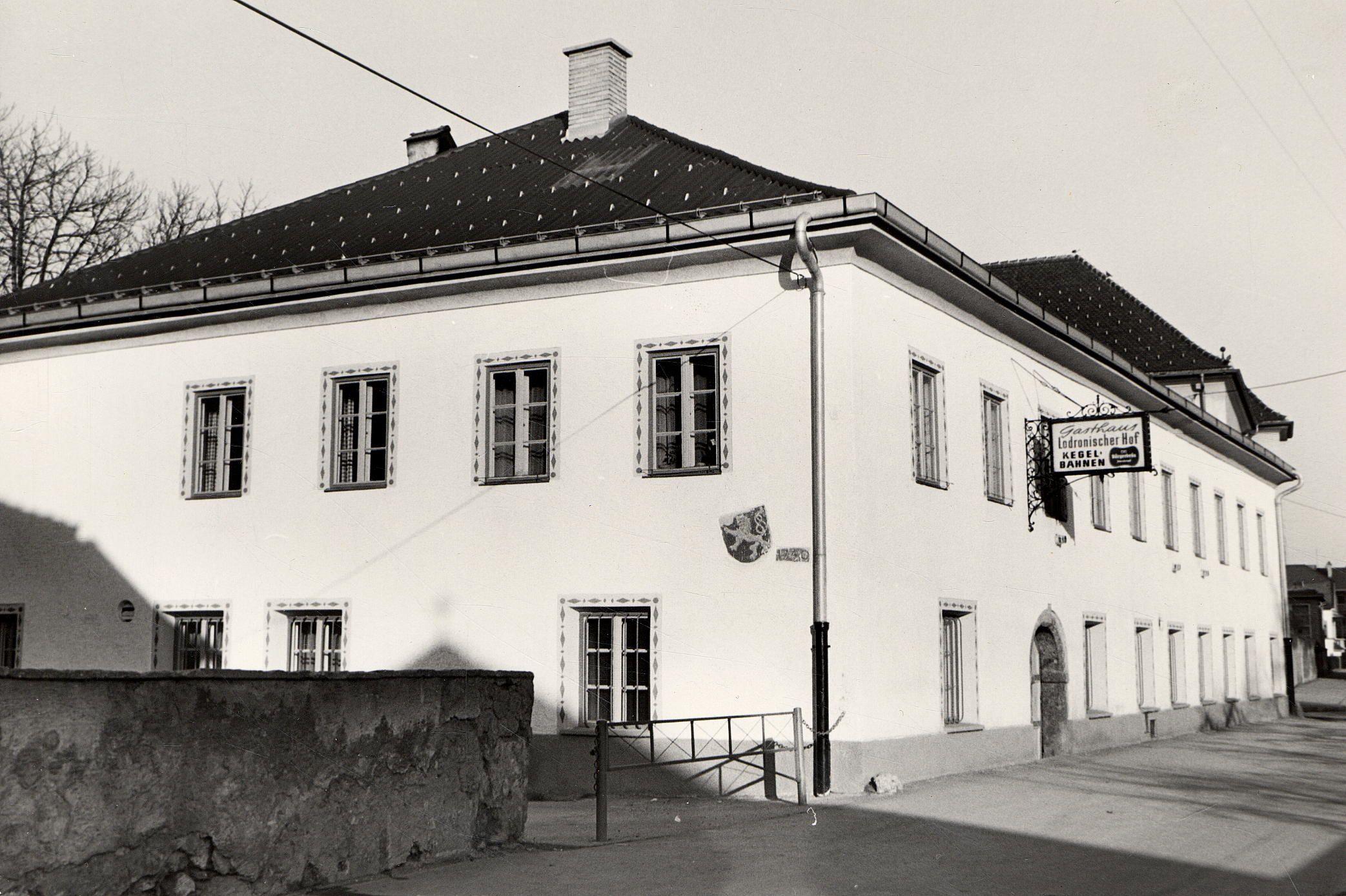 Der Lodronische Hof Im Aristokratenviertel In Alt-Pradl