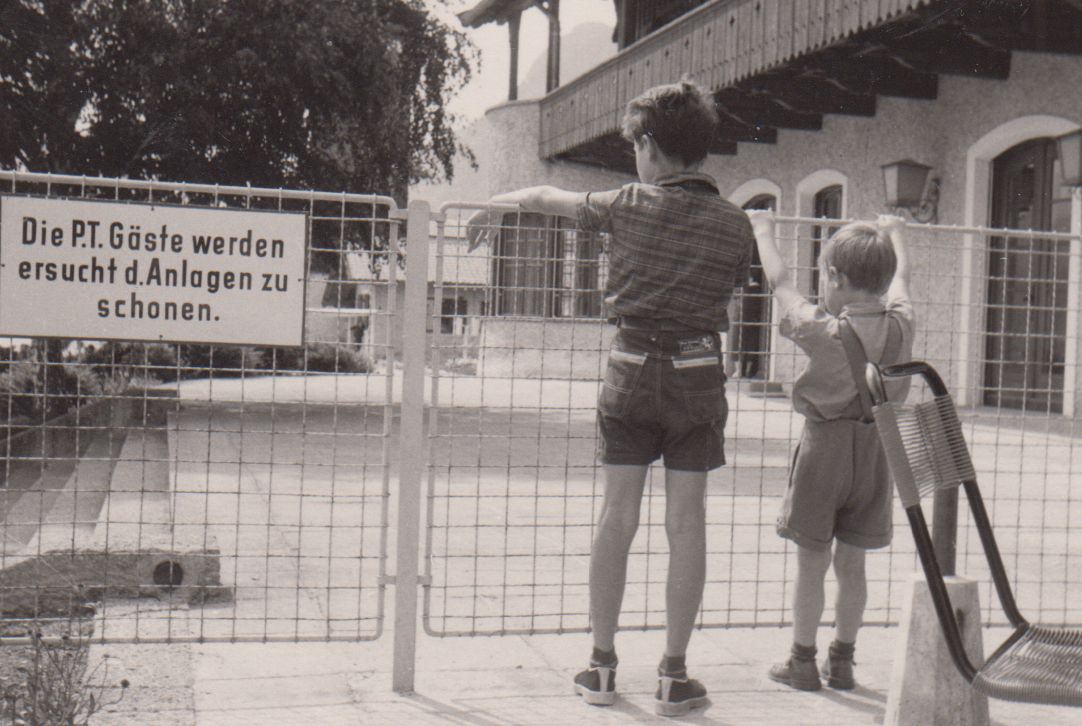 Eine Innsbrucker Familie VIII – Wieder Am Flughafen