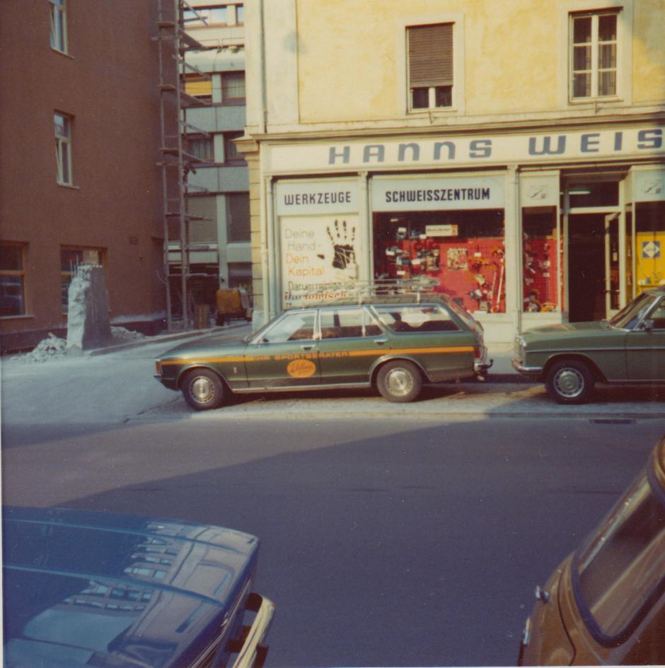 Eine Innsbrucker Familie VIII – Vermutlich Geht´s Ums Auto
