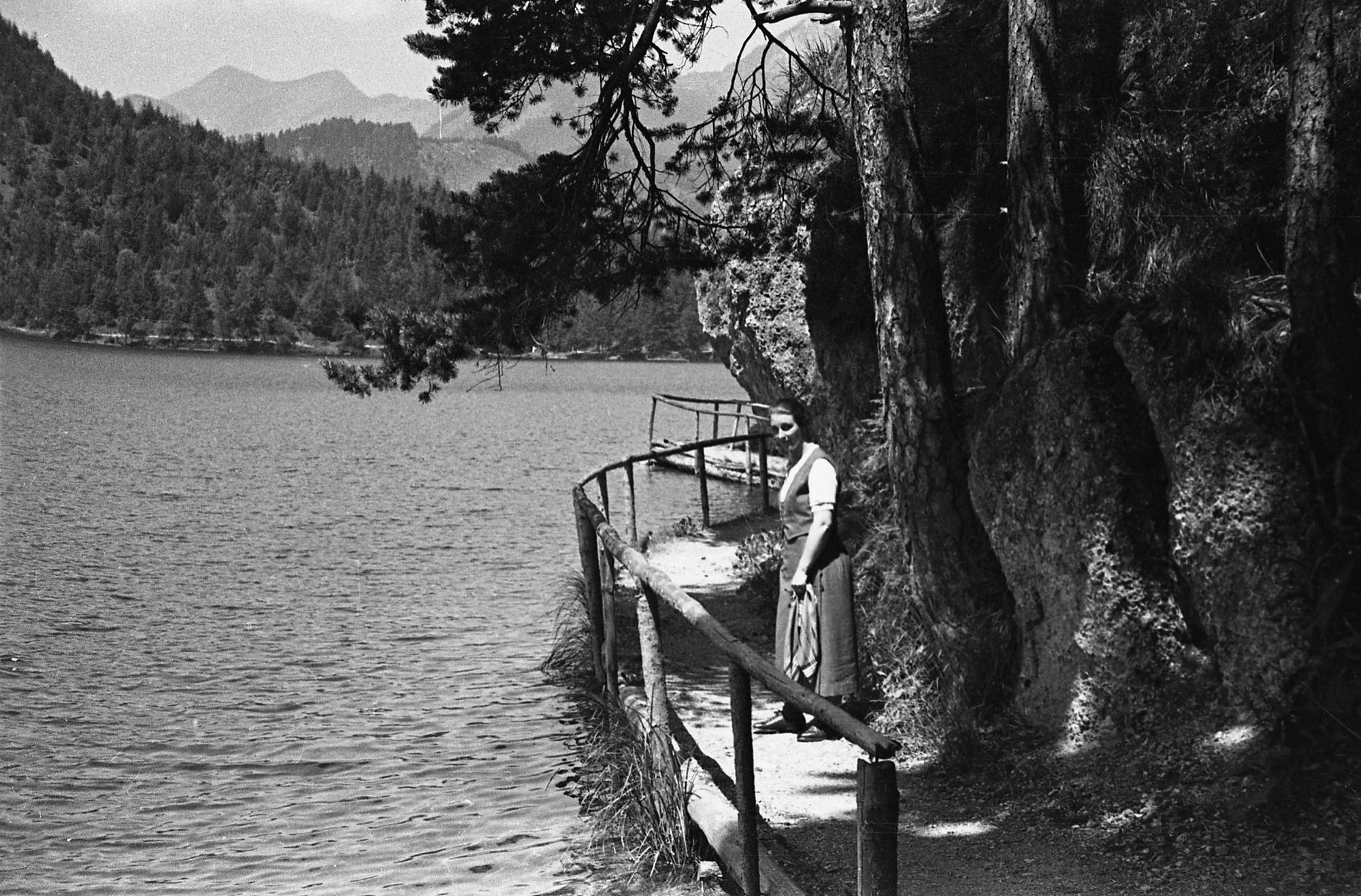 An Einem Unbekannten See