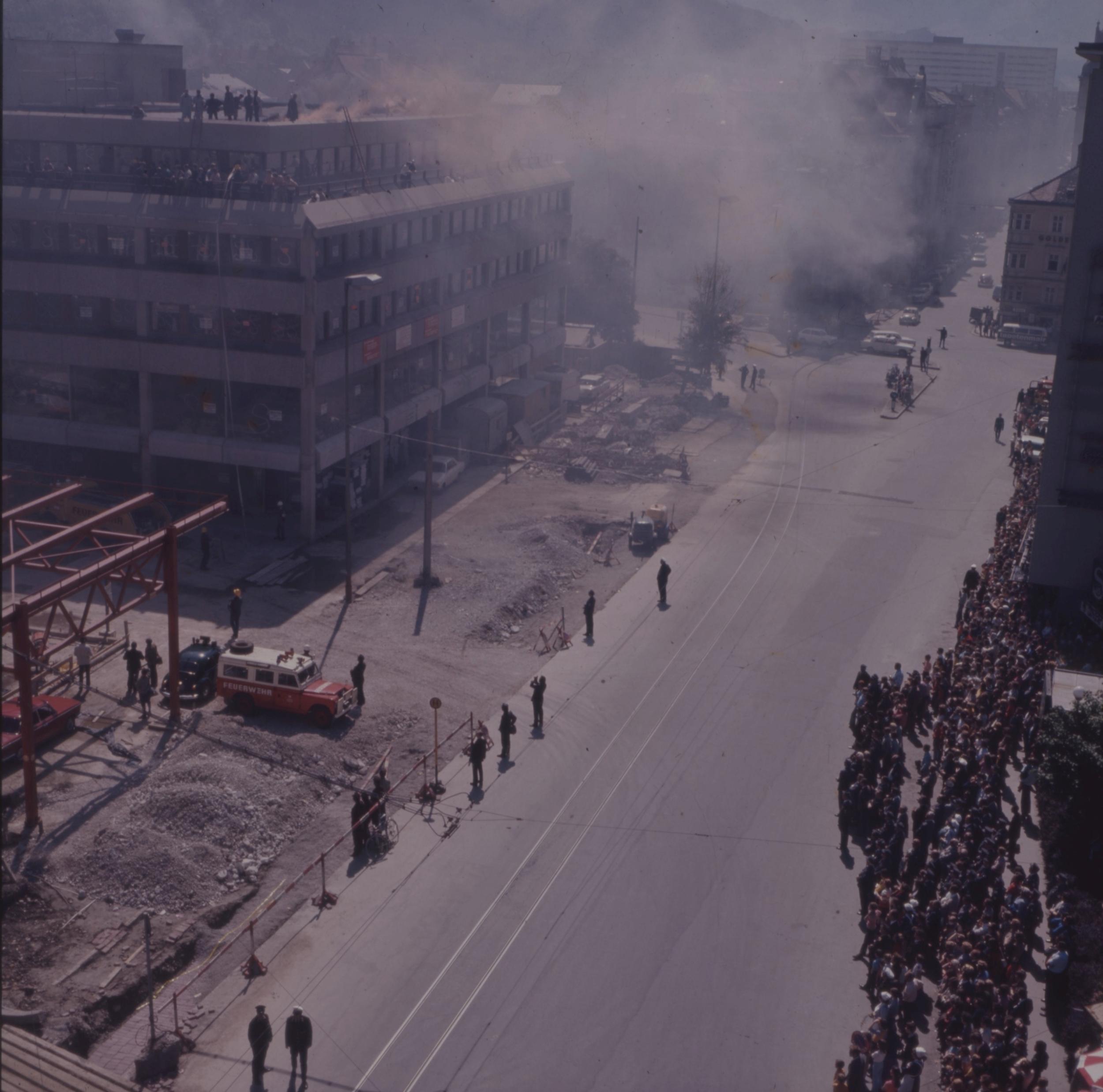 """""""Tourist-Center In Flammen"""""""
