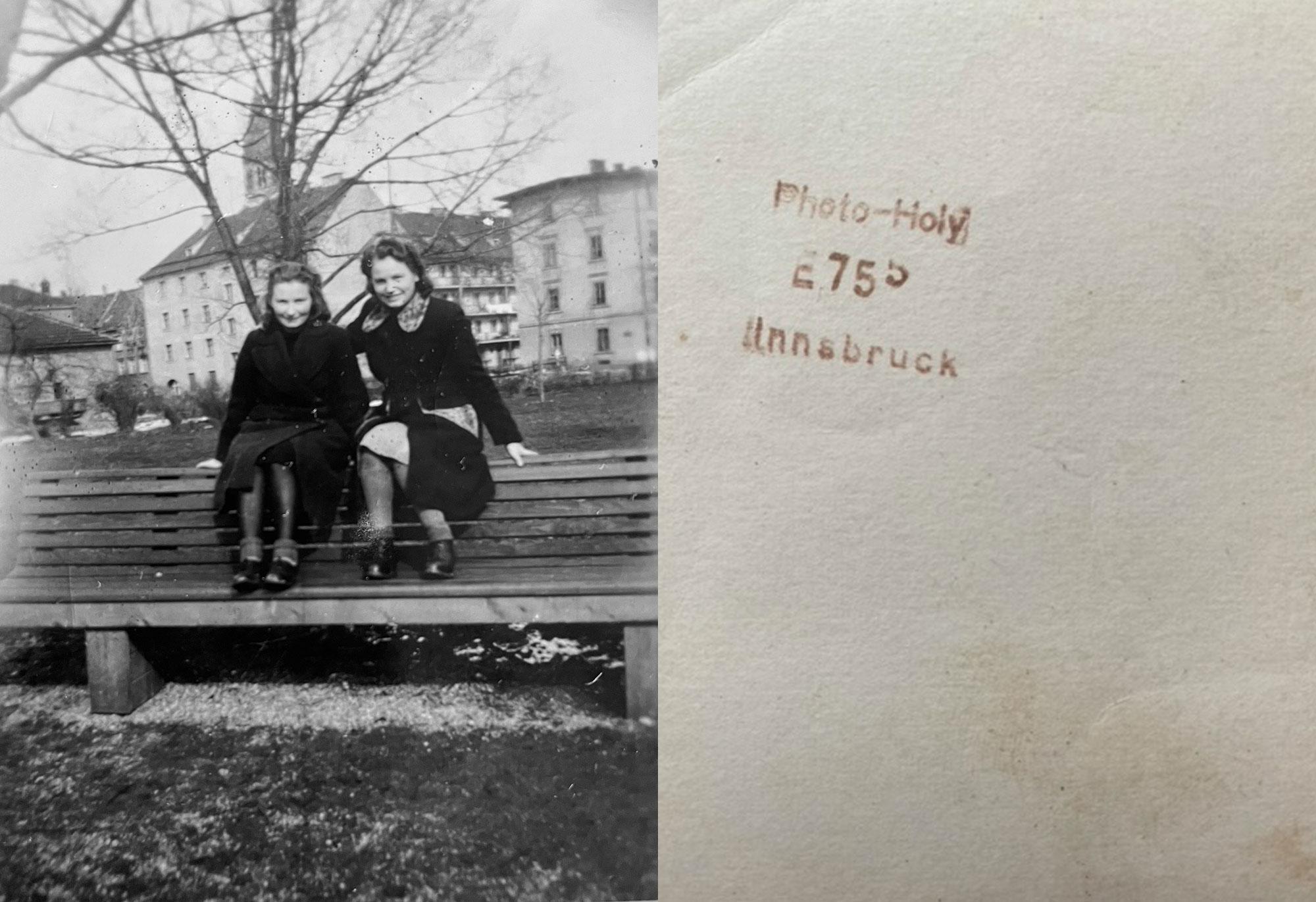 Ein Foto, Zwei Schwestern Und Viele Fragen